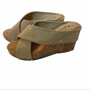Groove Platform Tan Canvas Wedge Shoes Size 8